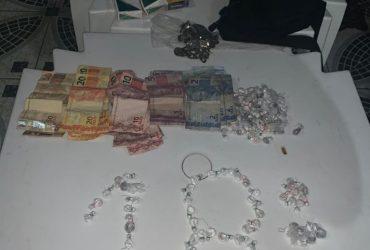 POLICIAIS DA 18ª CICOM DETÊM DUPLA EM POSSE DE ENTORPECENTES