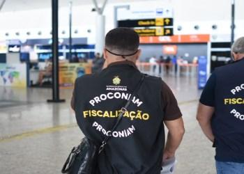 PROCON-AM AUTUA EMPRESA POR REMARCAR PASSAGEM SEM AUTORIZAÇÃO DE CONSUMIDORA