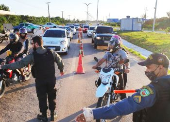 DETRAN-AM AUTUA 515 MOTORISTAS NO FERIADÃO