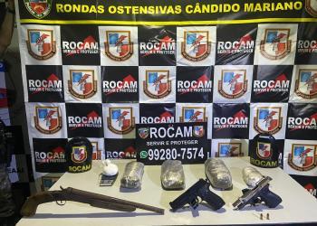 ROCAM APREENDE ADOLESCENTE COM ARMA DE FOGO DE USO PROIBIDO E DROGAS NA COMUNIDADE VALE DO SINAI