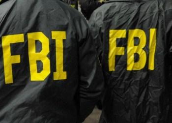 MULHER É PRESA POR FINGIR SER AGENTE DO FBI PARA CONSEGUIR LANCHE GRÁTIS