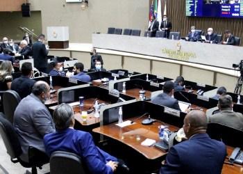 PRESIDENTE DA CMM COMANDA APROVAÇÃO DO PL DE GRATUIDADE DOS ÔNIBUS ALTERNATIVOS NO DOMINGO DE ELEIÇÕES