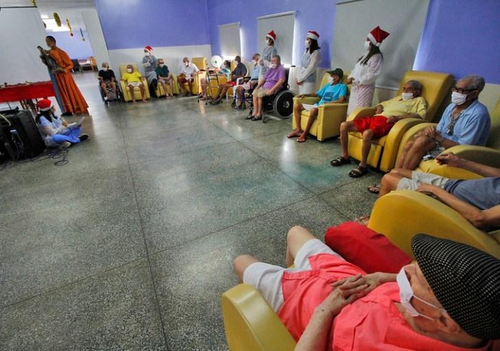 Programação do 'Natal da Fé' leva apresentação inclusiva a residentes da Fundação Dr. Thomas
