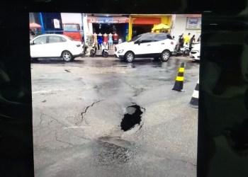 ACA se manifesta e quer providências sobre crateras no centro de Manaus