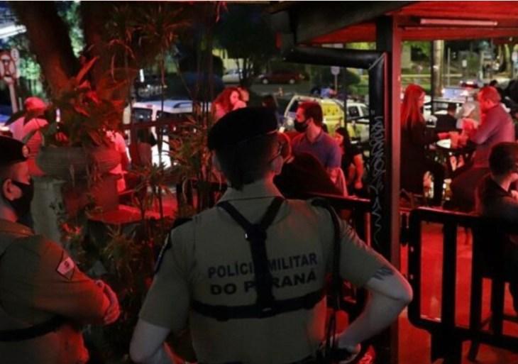 Paraná proíbe reuniões com mais de 10 adultos no Natal