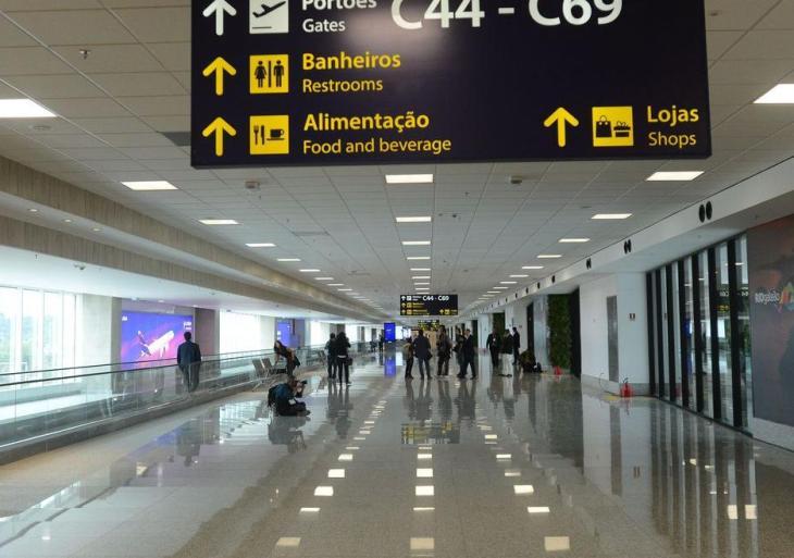 Brasileiros terão de mostrar teste de Covid-19 para entrar no país de avião