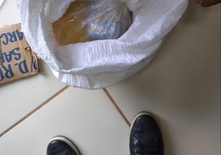 PC apreende maconha tipo skunk em saca de farinha que seria enviada a Barcelos