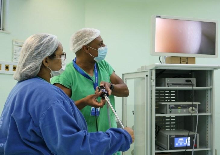 Novas torres de vídeo proporcionam cirurgias minimamente invasivas na FCecon