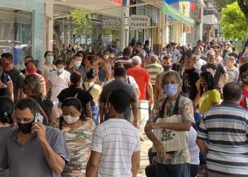 Empresários do Amazonas assinam termo para manter lojas abertas