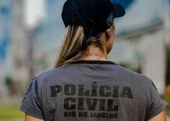 Polícia faz ação contra suspeitos de extorquir políticos com fake news