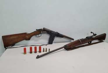 Denúncia leva polícia a prender homem com duas armas de fogo no Educandos