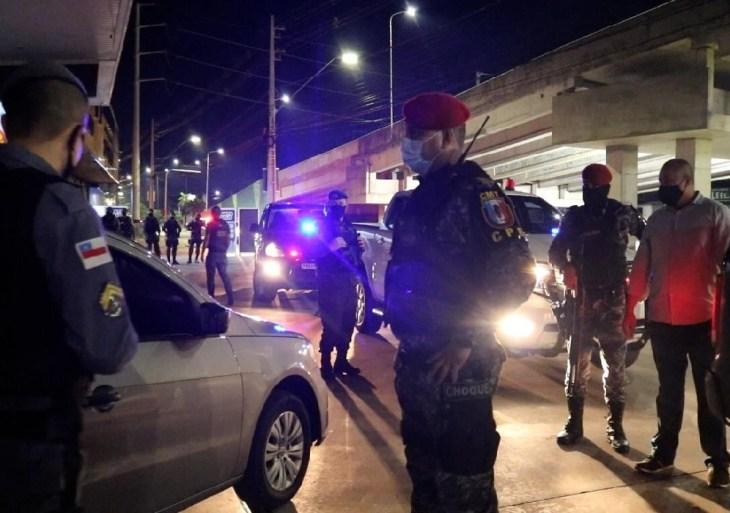 Forças de segurança do Amazonas fiscalizam primeira noite do toque de recolher