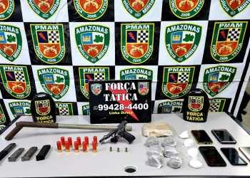Em festa clandestina na zona norte, Força Tática apreende armas, drogas e munições