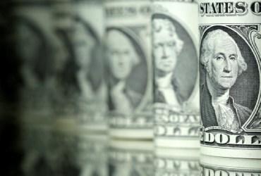 Dólar abre 2021 em queda, negociado a R$ 5,14