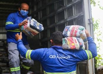 Águas de Manaus realiza a doação de 1000 cestas básicas e 12 mil copos de água tratada para a população vulnerável da cidade