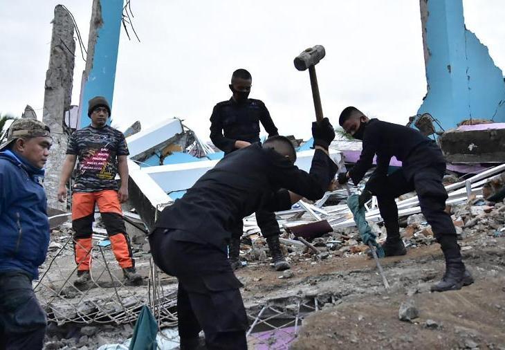 Forte terremoto na Indonésia deixa mais de 30 mortos