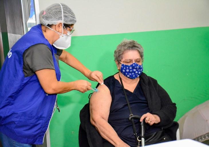 Prefeitura de Manaus segue com busca ativa de idosos e atendimento em pontos de vacinação