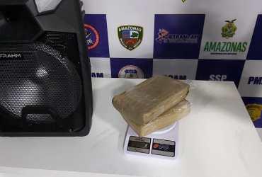2kg de maconha são apreendidos dentro de uma caixa de som