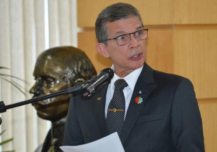 Bolsonaro indica general como novo presidente da Petrobras