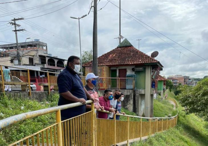 Ivo Neto visita orla do bairro de Educandos e pede revitalização do local para o turismo