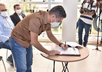 Prefeito David Almeida anuncia programa 'Auxílio Conectividade' e realiza convocação de 400  professores