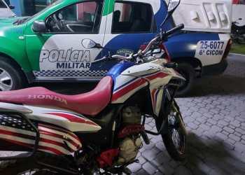 Polícia Militar encaminha dois homens ao 14º DIP por roubo de motocicleta