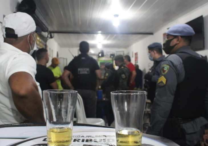 CIF fecha estabelecimentos e encerra festa clandestina no bairro Petrópolis