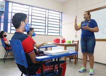 Profissionais de 173 escolas da rede estadual iniciam treinamento para uso de versão on-line da Barsa