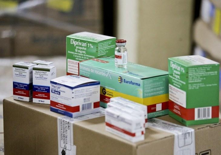 Amazonas recebe novo carregamento de medicamentos para intubação