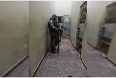 Polícia Militar impede tentativa de fuga de presos da delegacia no AM