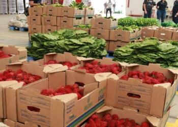 Doação semanal de kits alimentação à famílias em vulnerabilidade teve início nesta quinta (11)