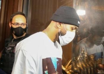 Gabigol e MC Gui são detidos em cassino clandestino de SP