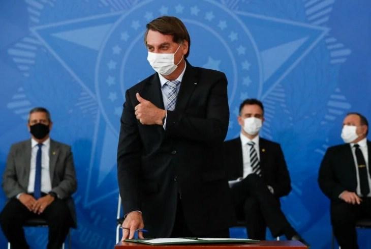 Bolsonaro regulamenta repasses do Fundeb em decreto