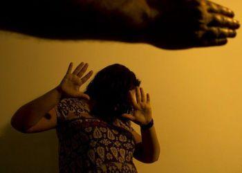 Denúncias de violência contra a mulher somam 105,6 mil em 2020