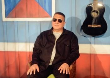 Exposição comemora os 35 anos de carreira do cantor David Assayag