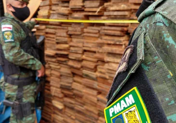 Batalhão Ambiental da PMAM apreende madeira ilegal no bairro Cidade de Deus