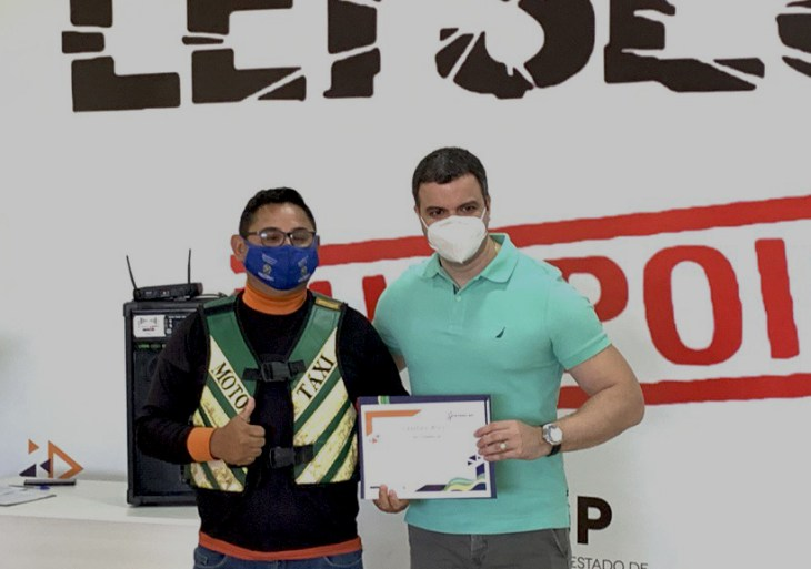 Detran-AM entrega certificados de conclusão de cursos realizados em Manacapuru