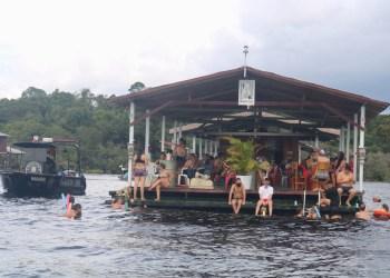 Com aglomerações, flutuantes são interditados pela CIF em Manaus