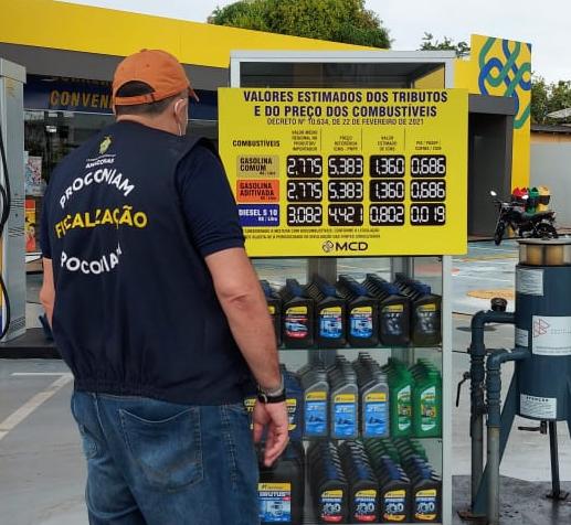 Procon-AM autua agência bancária e notifica 15 postos de combustíveis em Parintins