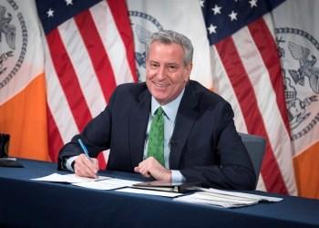 Prefeito de NY diz que vacinação em turistas está aberta