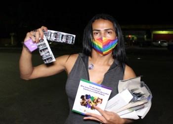 Ação oferta teste rápido para HIV em alusão ao Dia Internacional de Luta contra a LGBTfobia