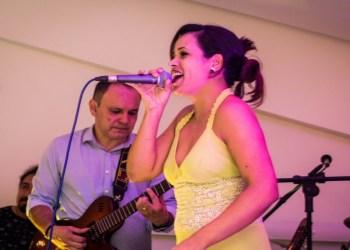 Daniela Nascimento agita sexta-feira musical da Espetaria do Largo