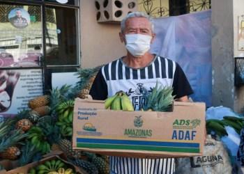 Ação do Governo do Amazonas doa frutas a grupos de pessoas em vulnerabilidade social