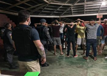 CIF encerra duas festas clandestinas superlotadas em sítios na zona norte