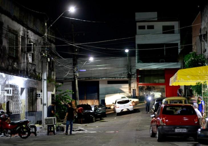Modernização da iluminação pública avança para vilas, becos e praças da capital