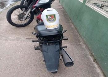 """Durante operação """"Mão de Ferro"""", PMAM detém condutor e apreende motocicleta com sinais de adulteração"""