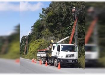 AM-010 recebe novos postes e rede elétrica