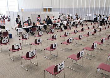 Japão pede a governos locais medidas para acelerar vacinação