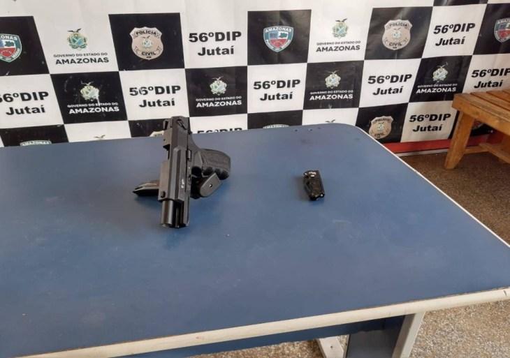 Em Jutaí, Polícia Militar detém homem por porte ilegal de arma de fogo e ameaça