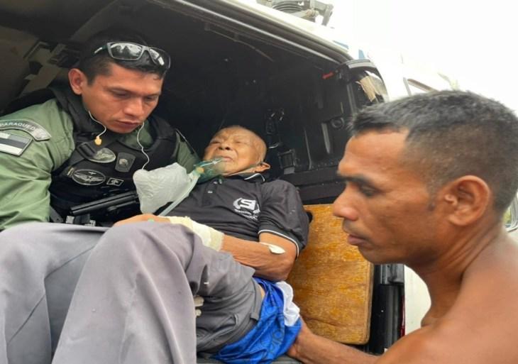 Idoso infartado é resgatado em Novo Airão para atendimento emergencial no HPS 28 de Agosto de helicóptero